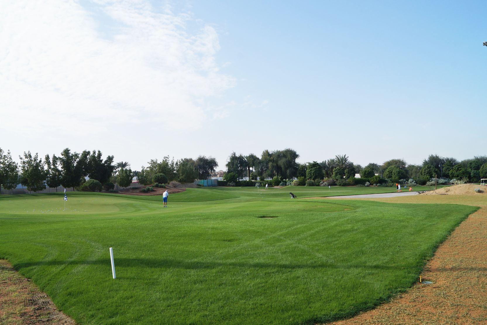 Sports City, morning golf at the Els driving range